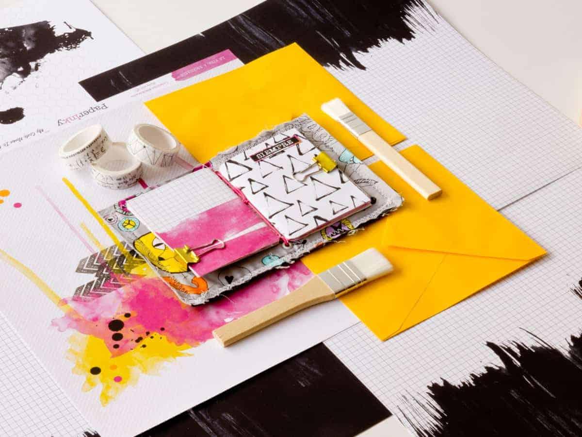 Así queda por dentro el mini midori de tejano cosido con las libretas hechas con la colección #MilkMedia y papel teñido