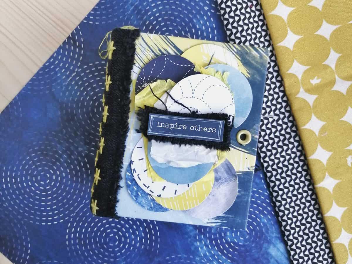 Mini álbum con el lomo de tejano bordado